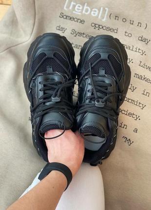Женские кроссовки на массивной подошве5 фото
