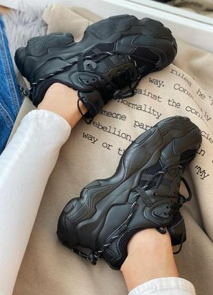 Женские кроссовки на массивной подошве7 фото