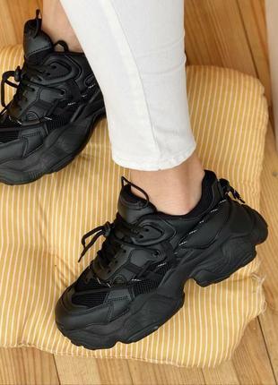 Женские кроссовки на массивной подошве8 фото