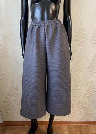 Плиссированные брюки кюлоты в стиле issey miyake