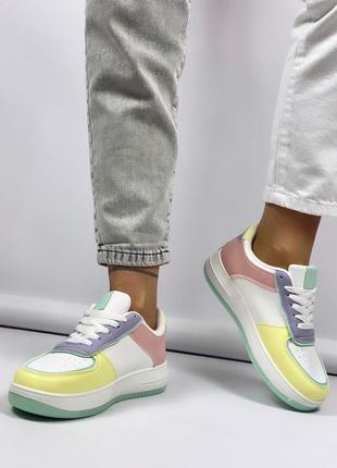 Кроссовки на шнуровку