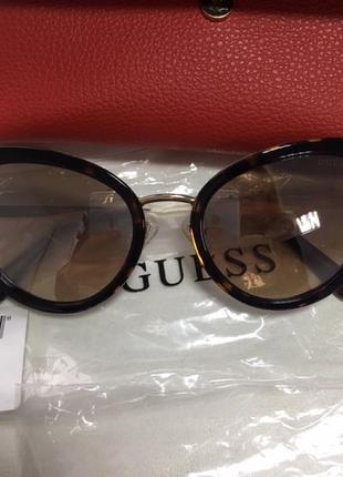Guess очки.