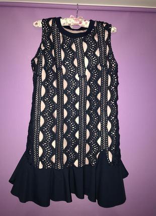 Шикарное кружевное платье на подкладке