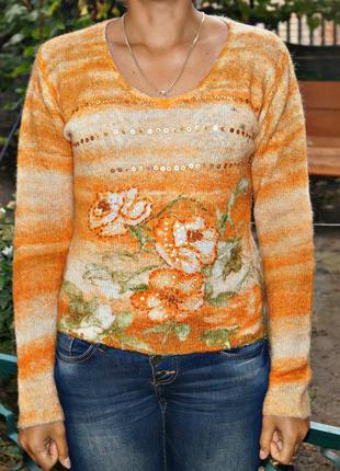 Яркий женский свитер