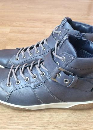 Кожаные ботинки ecco 40 размера в отличном состоянии