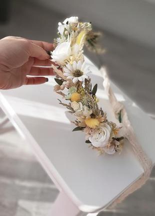 Венок с полевыми цветами с сухоцветами желтый