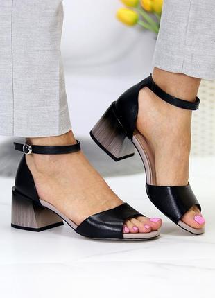 Стильные черные закрытые босоножки на устойчивом каблуке обмре