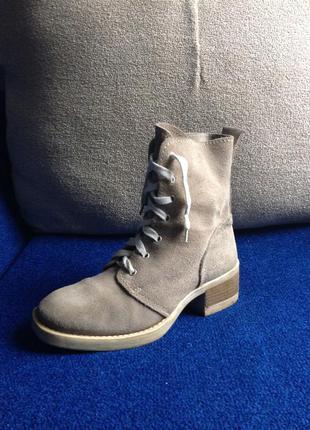 Стильные и удобные замшевые ботинки