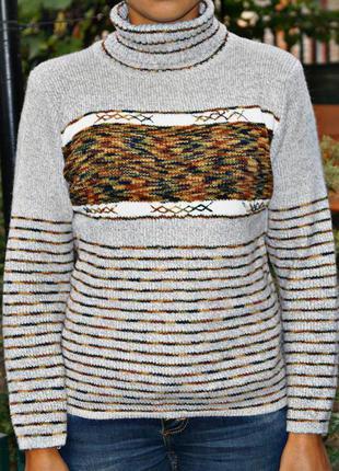 Симпатичный теплый свитер с воротником