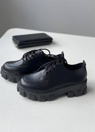 Туфли на грубой подошве со шнуровкой