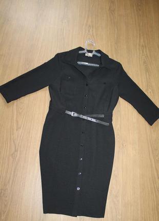 Актуальное платье-халат на пуговицах с поясом