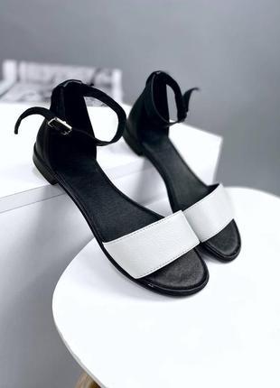 Босоножки, сандалии кожаные низкий каблук