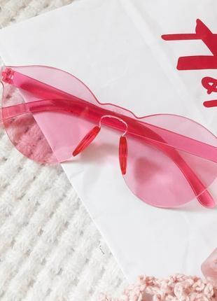 Розовые солнцезащитные очки имиджевые