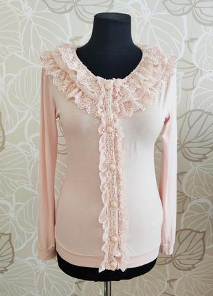 Романтическая блуза пудрового цвета с отложным ажурным воротником