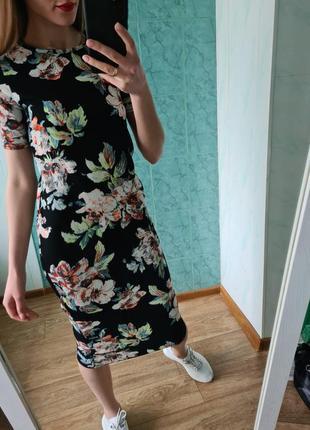 Стильное платье миди в цветочный принт от zara
