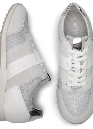 Шикарные кроссовки с серебристыми вставками geox