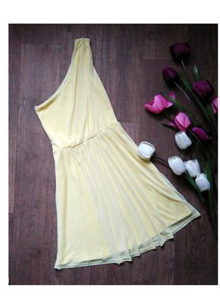 Яркое платье на одно плечо, размер s