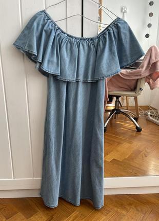 Плаття з відкритими плечима.