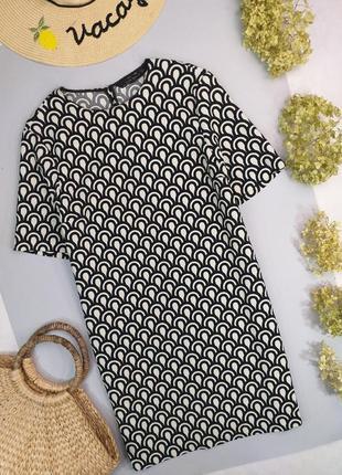 Платье прямое в абстрактный принт от zara р.s