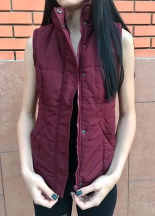 Тёплая жилетка безрукавка цвета марсала | бордового цвета new look