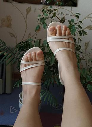 Босоножки сандали сандалии на плоском ходу белые бежевые молочные тонкие ремешки