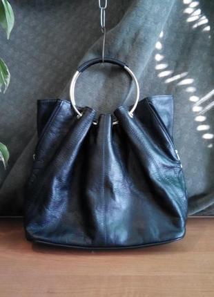 Кожаная сумка с металлическими ручками