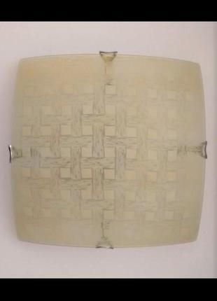 Потолочный светильник на 2 лампы стекло 31х31 см --- возможен монтаж на стену