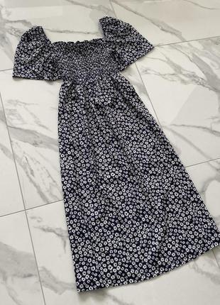 Красивое платье миди в цветочный прит