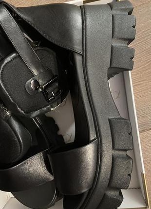 Модные кожаные босоножки2 фото