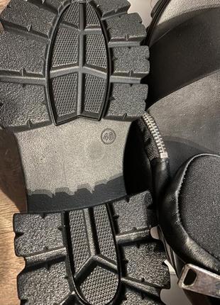 Модные кожаные босоножки4 фото