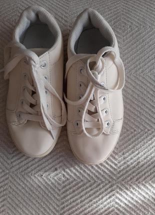 Кросівки ,кеди мокасіни.