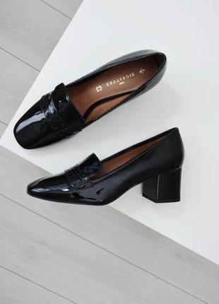 Трендовые лаковые кожаные туфли на квадратном каблуке