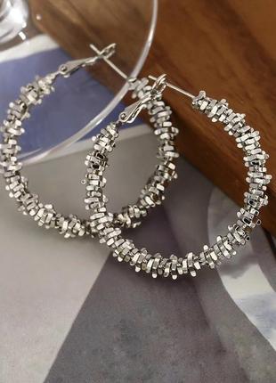 Минималистичные круглые серьги кольца в серебряном цвете