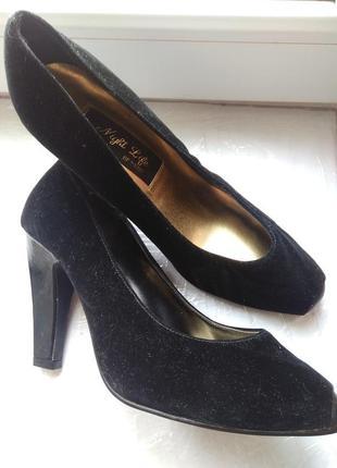 Женские черные туфли. натуральная замша. франция night life of paris