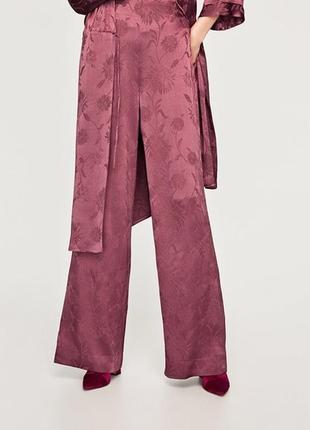 Атласные брюки палаццо с высокой талией р. м zara жаккард бордово-фиолетовый1 фото