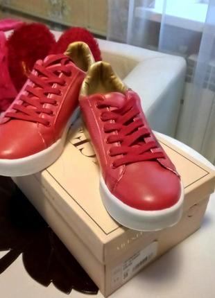Ярко~красные с золотом кроссовки6 фото