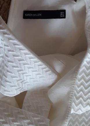 Красивое белое платье с вырезами3 фото