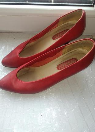 Красные женские туфли bandolino. италия3 фото