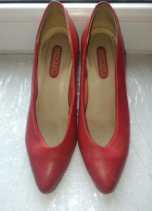 Красные женские туфли bandolino. италия4 фото