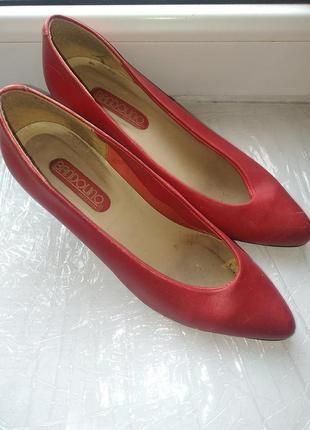 Красные женские туфли bandolino. италия5 фото