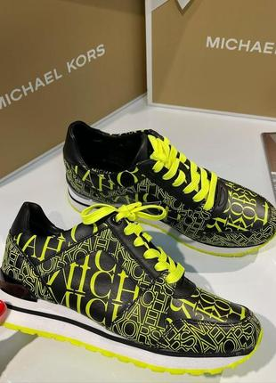 Кроссовки michael kors billie newsprint logo leather trainer кожа оригинал1 фото