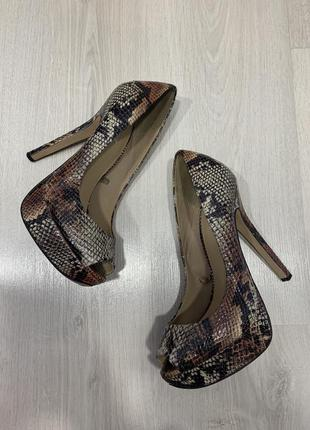 Туфли bershka с открытым носком1 фото