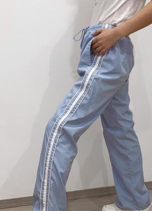 Штаны спортивные с лампасами голубые женские2 фото