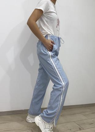 Штаны спортивные с лампасами голубые женские3 фото