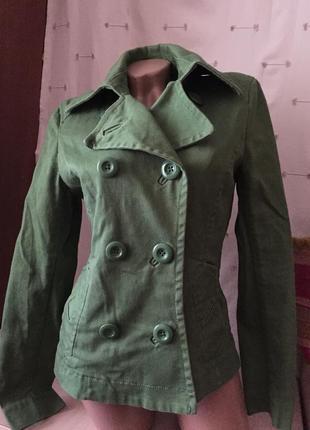 Короткое легкое пальто /1 фото
