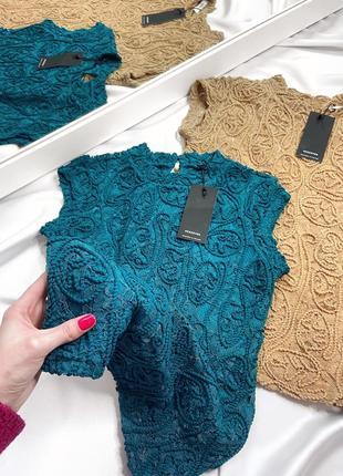Кружевная блуза reserved бежевого цвета с воротником стойкой, размер с4 фото