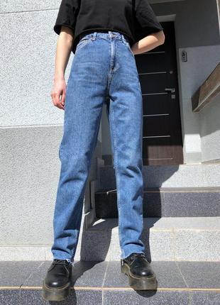 Прямые джинсы с обрезанным низом свободные mom jeans top shop1 фото