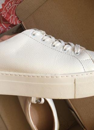 Красивые кожаные легкие кроссовки2 фото
