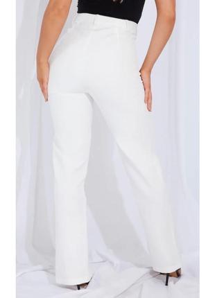 Белые прямые брюки штаны высокая посадка со стрелкой вырезы на ногах3 фото