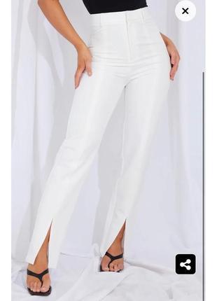 Белые прямые брюки штаны высокая посадка со стрелкой вырезы на ногах1 фото